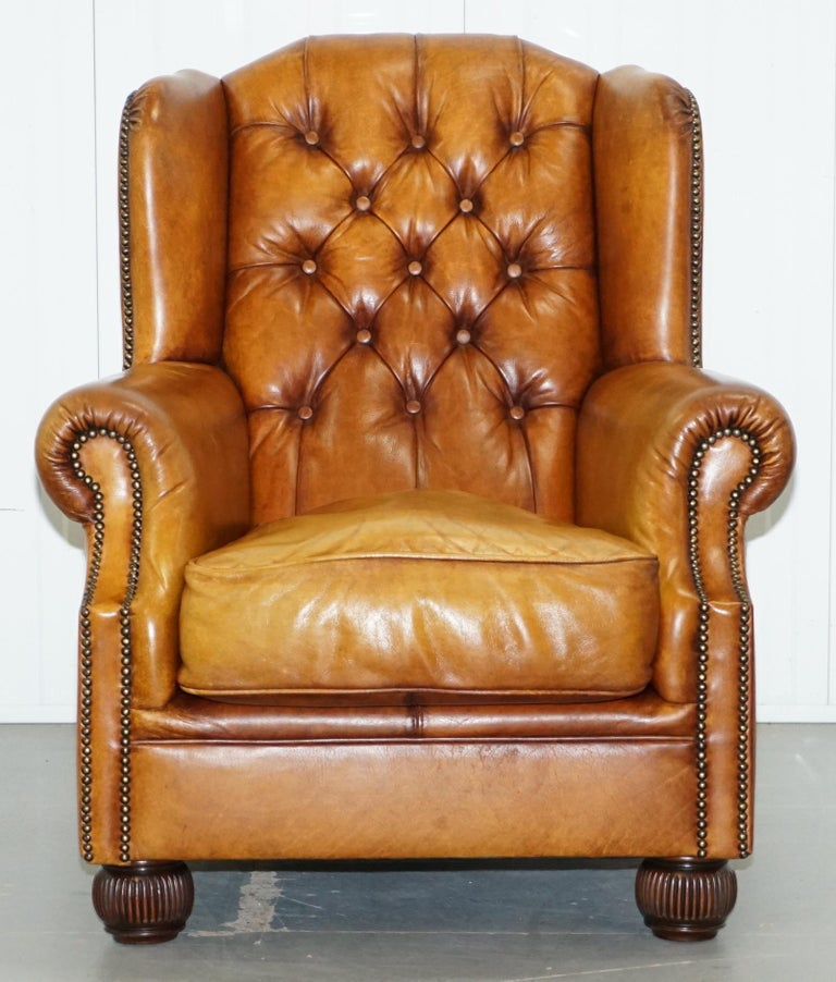 Pair of Chesterfield Tetrad Oskar Aged Tan Brown Leather Buttoned Armchairs For Sale 7
