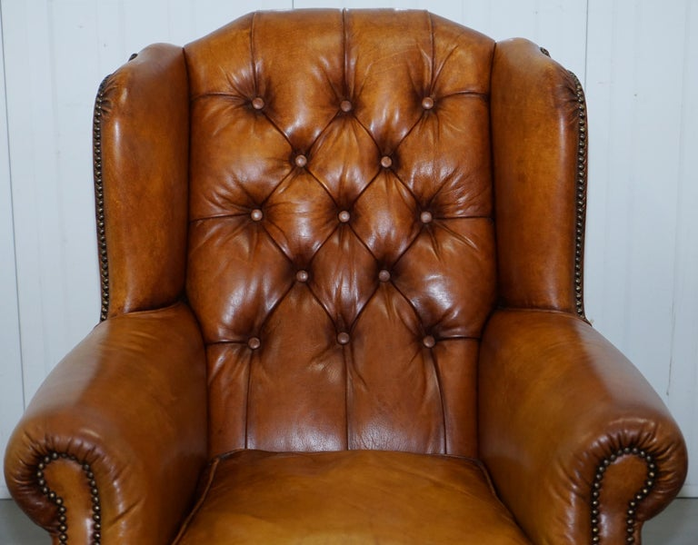 Pair of Chesterfield Tetrad Oskar Aged Tan Brown Leather Buttoned Armchairs For Sale 8