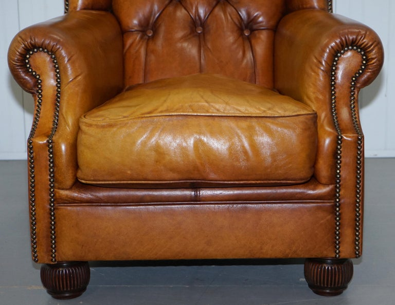 Pair of Chesterfield Tetrad Oskar Aged Tan Brown Leather Buttoned Armchairs For Sale 9