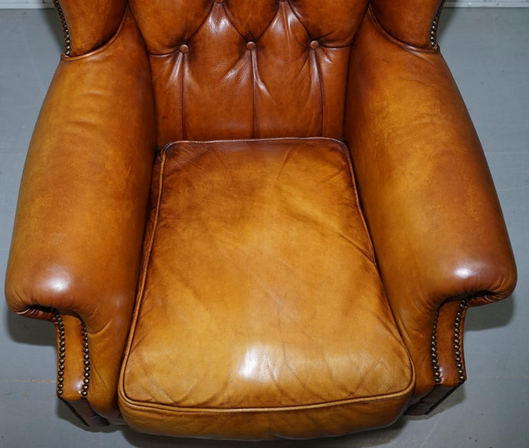Pair of Chesterfield Tetrad Oskar Aged Tan Brown Leather Buttoned Armchairs For Sale 11
