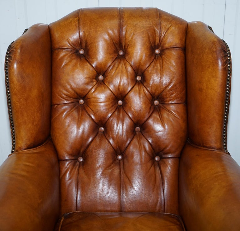 Pair of Chesterfield Tetrad Oskar Aged Tan Brown Leather Buttoned Armchairs For Sale 12
