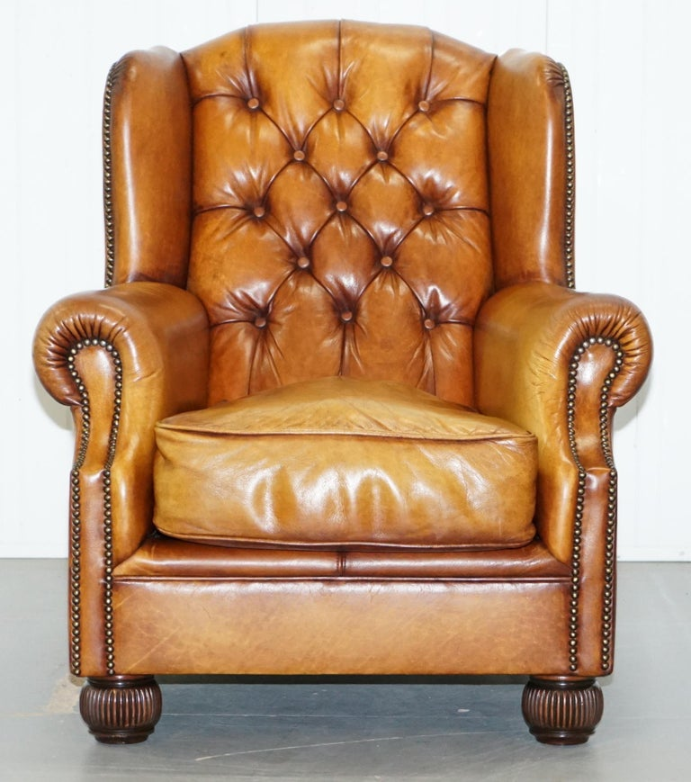 Modern Pair of Chesterfield Tetrad Oskar Aged Tan Brown Leather Buttoned Armchairs For Sale