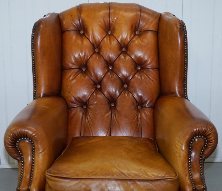 English Pair of Chesterfield Tetrad Oskar Aged Tan Brown Leather Buttoned Armchairs For Sale