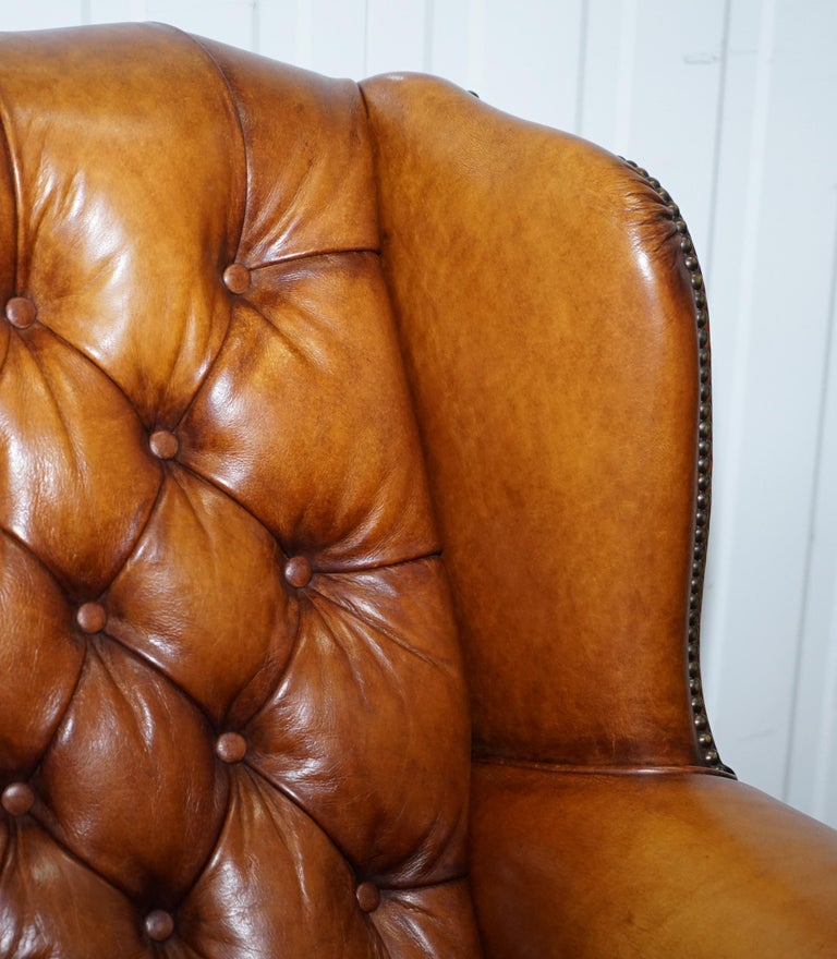Pair of Chesterfield Tetrad Oskar Aged Tan Brown Leather Buttoned Armchairs For Sale 1