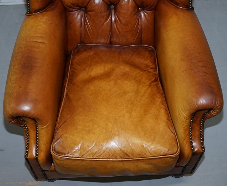 Pair of Chesterfield Tetrad Oskar Aged Tan Brown Leather Buttoned Armchairs For Sale 2