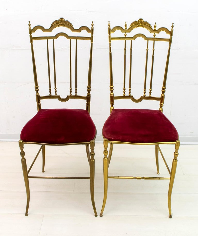 Pair of Chiavari chairs, in solid brass, model Lui and lei, note in the photos the difference between one and the other, production of the 1950s. Brass with original patina, without additional costs we can polish it.