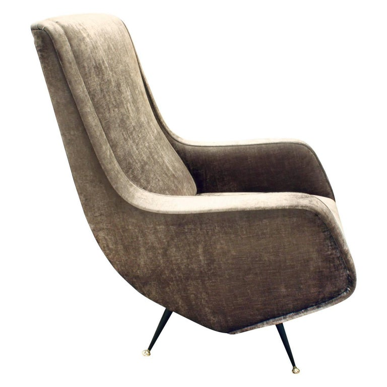 Mid-Century Modern Pair of Chic and Sculptural Italian Lounge Chairs, 1950s For Sale