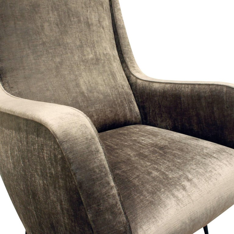 Mid-20th Century Pair of Chic and Sculptural Italian Lounge Chairs, 1950s For Sale