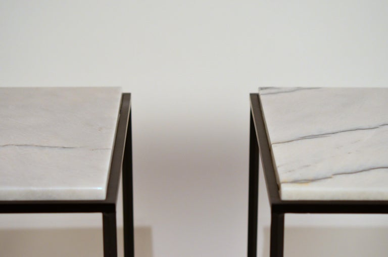 French Pair of Chic 'Entretoise' Veined White Quartz Side Tables by Design Frères For Sale