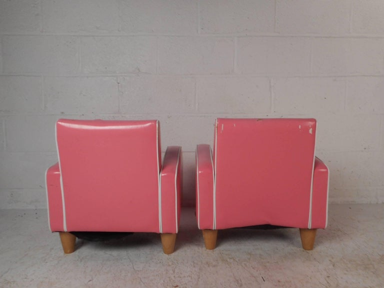 Pair Of Children S Contemporary Modern Pink Lounge Chairs In Good Condition For Brooklyn