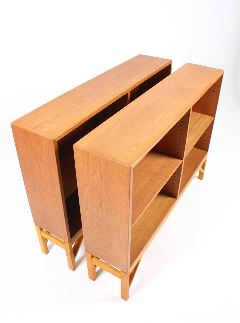 Pair of China Bookcases in Oak by Børge Mogensen, Made in Denmark, 1960s In Excellent Condition For Sale In Lejre, DK