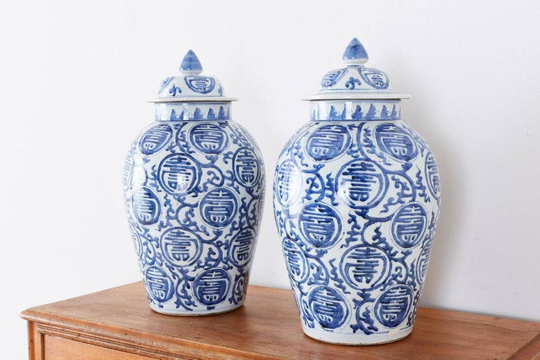 Pair of Chinese Blue and White Porcelain Ginger Jars In Good Condition For Sale In Oakland, CA