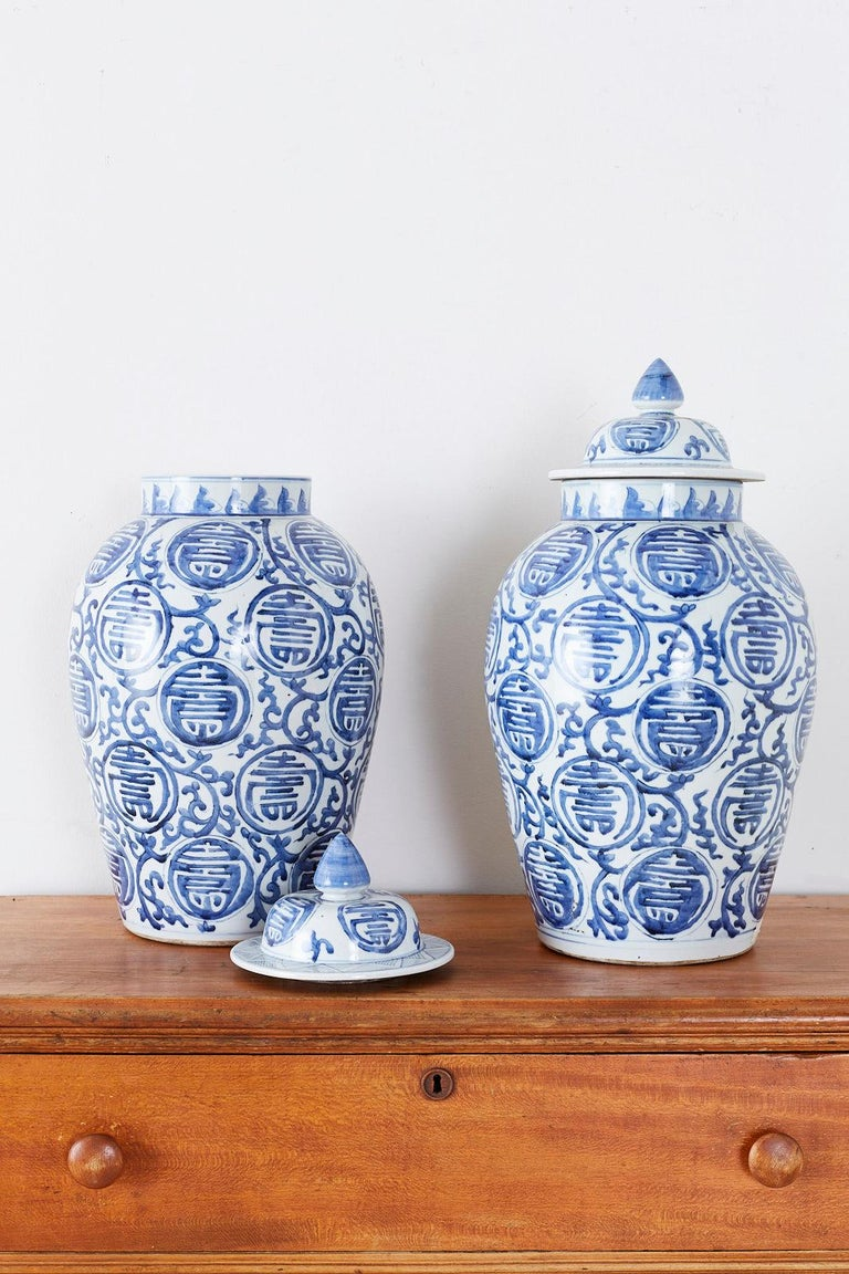 Pair of Chinese Blue and White Porcelain Ginger Jars For Sale 1