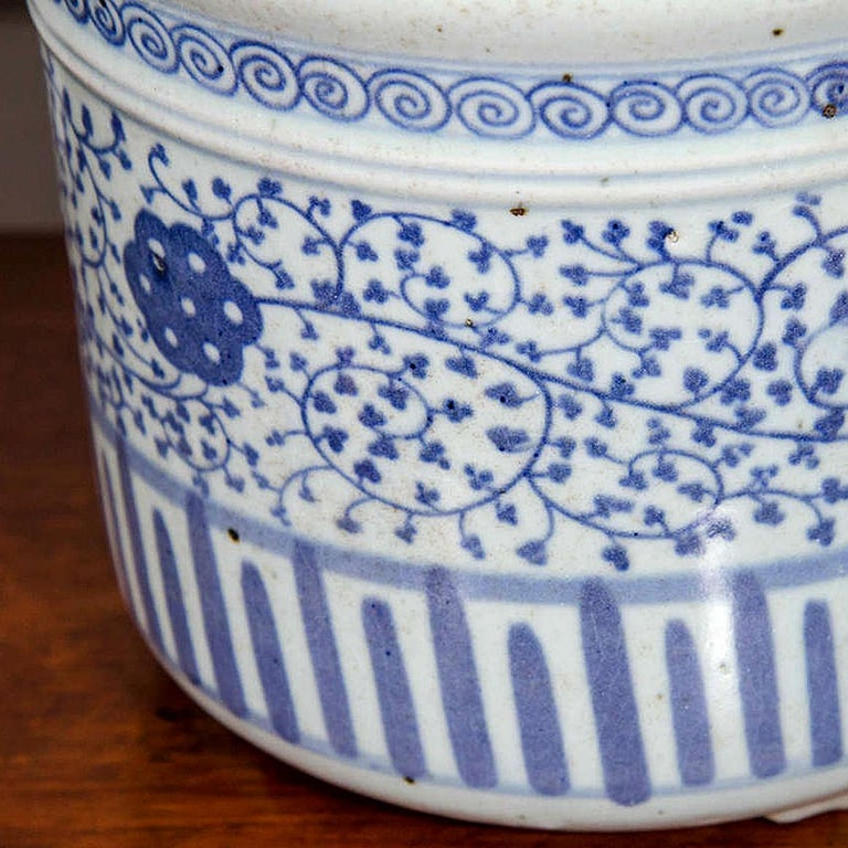 Pair of Chinese Blue and White Porcelain Planters 1