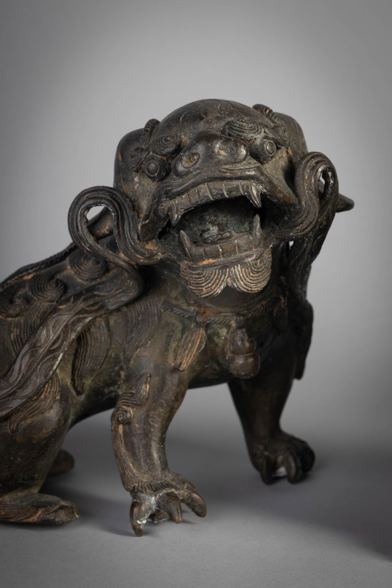 Pair of Chinese Bronze Foo Dogs, 19th Century For Sale 1
