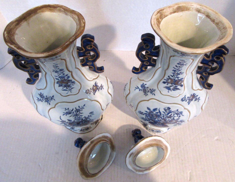 Porcelain Pair of Chinese Export Blue and White Garniture Vases with Lids For Sale