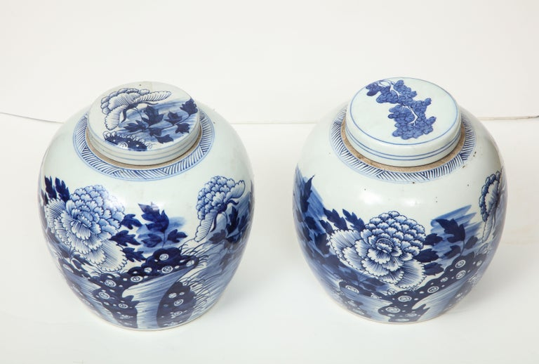 These Chinese export ginger jars with lids are a great way to accessorize a room--on a console, as a centerpiece or with books on a shelf. These decorative pieces add layers to a room and make a house a home!