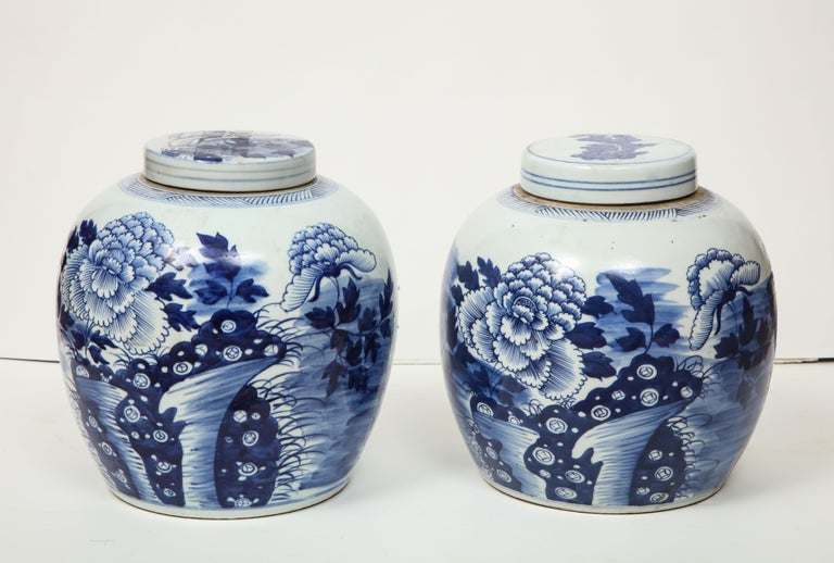 Pair of Chinese Export Ginger Jars In Excellent Condition For Sale In New York, NY