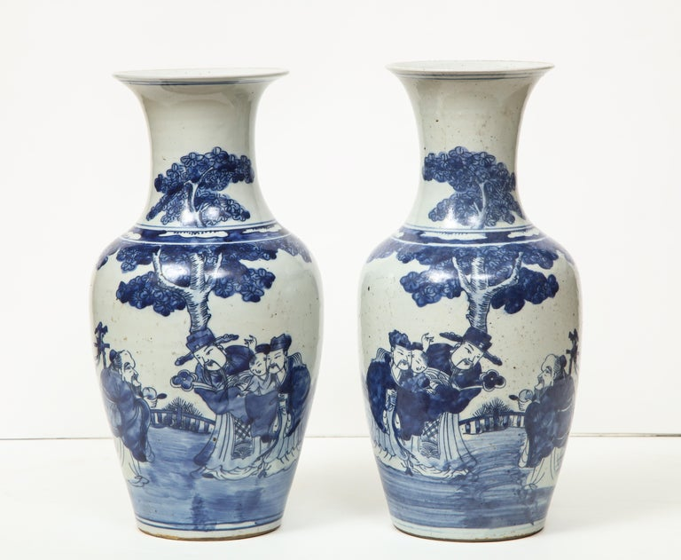 Pair of Chinese Export Vases In Excellent Condition For Sale In New York, NY