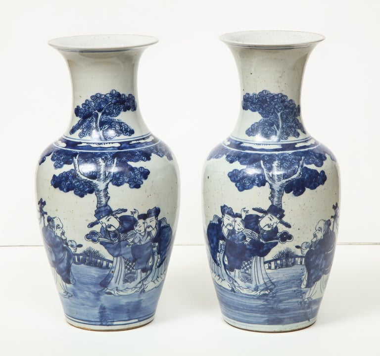 20th Century Pair of Chinese Export Vases For Sale