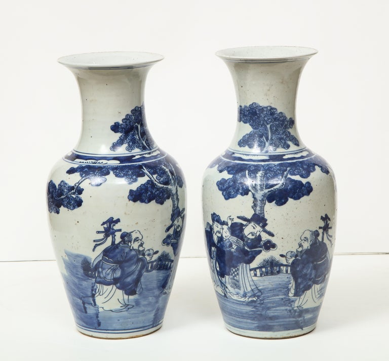 Porcelain Pair of Chinese Export Vases For Sale