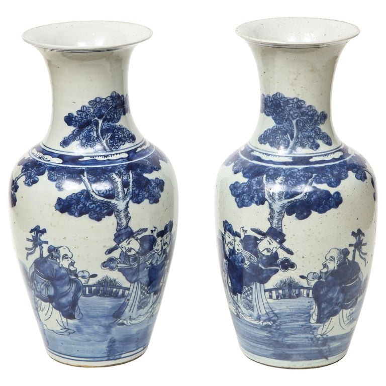 Pair of Chinese Export Vases For Sale