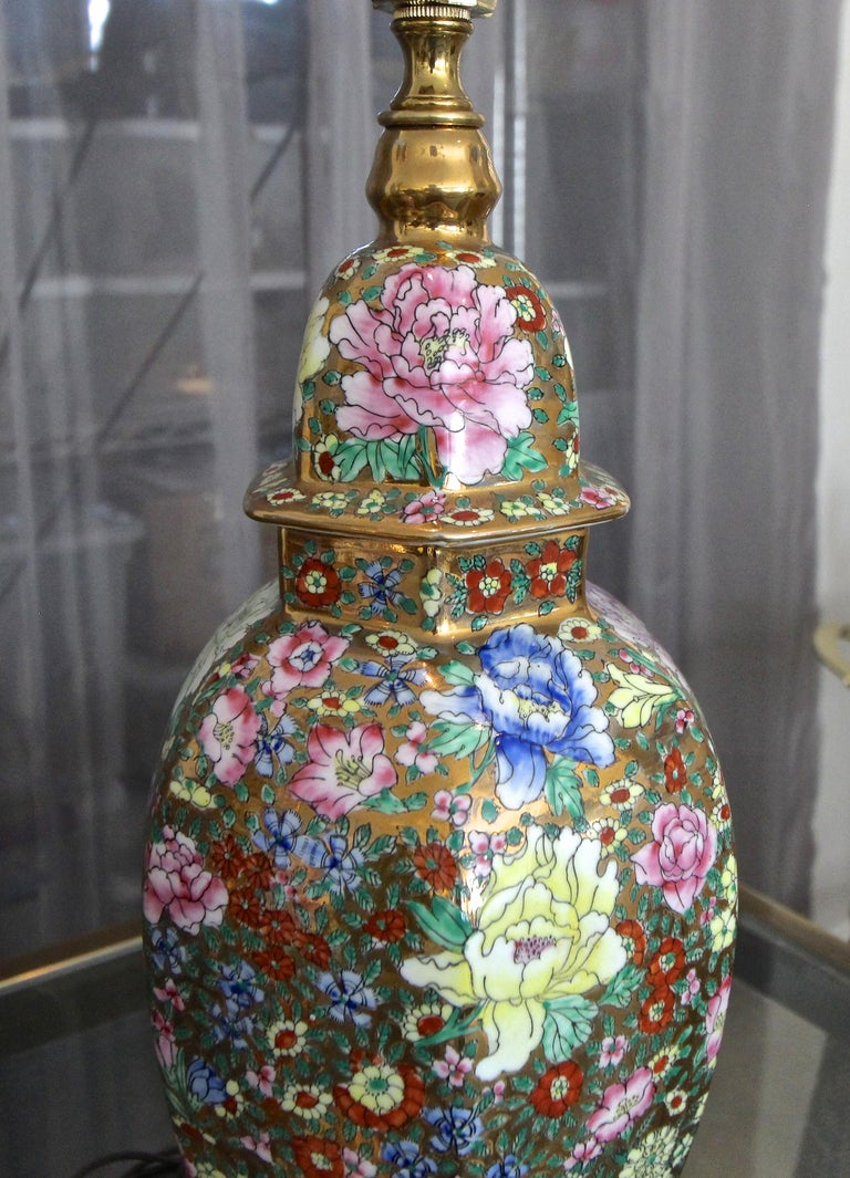 Pair of Chinese Famille Rose Millefleurs Porcelain Vase Table Lamps For Sale 9