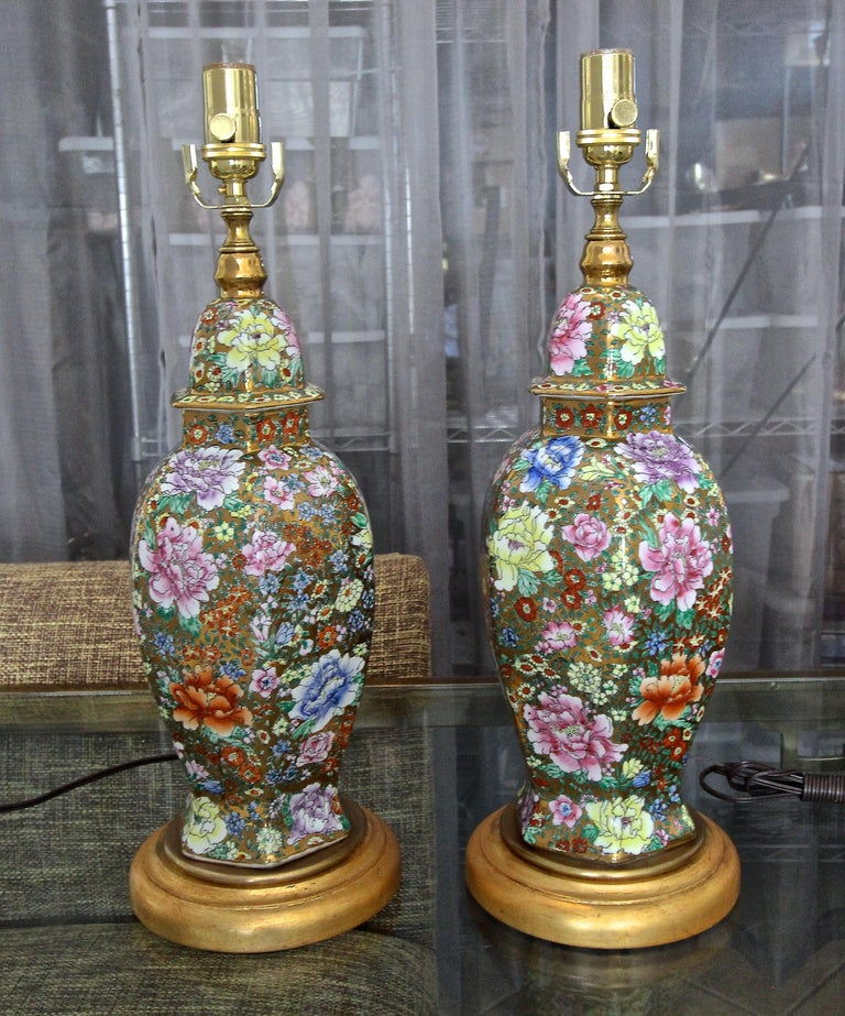 Pair of Chinese Famille Rose Millefleurs Porcelain Vase Table Lamps In Good Condition For Sale In Palm Springs, CA