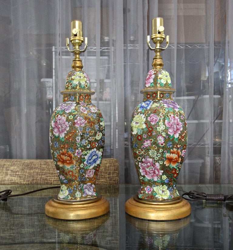 Mid-20th Century Pair of Chinese Famille Rose Millefleurs Porcelain Vase Table Lamps For Sale
