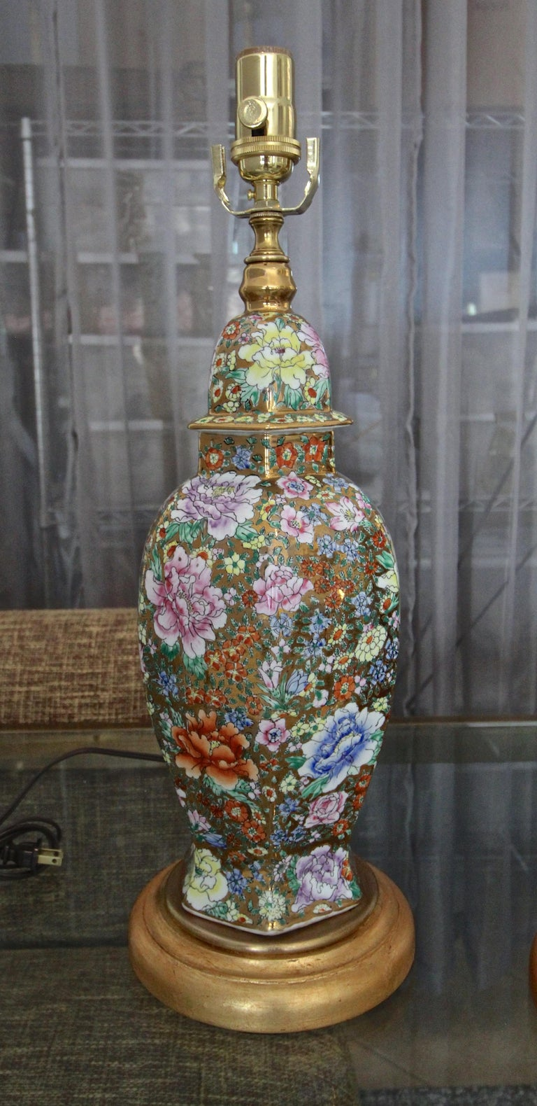 Pair of Chinese Famille Rose Millefleurs Porcelain Vase Table Lamps For Sale 1