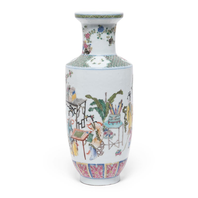 Pair of Chinese Famille Rose Rouleau Vases, c. 1900 In Good Condition For Sale In Chicago, IL
