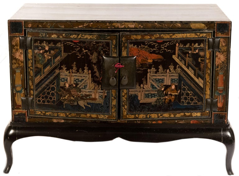 Pair of Chinese Lacquered Side Table Cabinets In Good Condition For Sale In Salt Lake City, UT