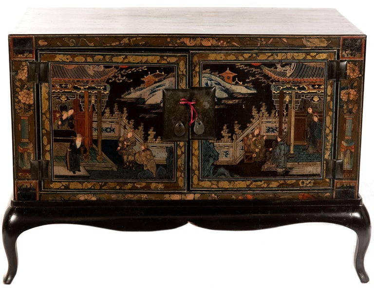 20th Century Pair of Chinese Lacquered Side Table Cabinets For Sale