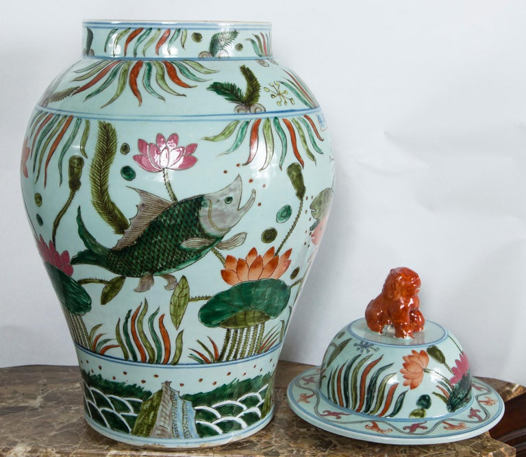 20th Century Pair of Chinese Porcelain Covered Jars For Sale