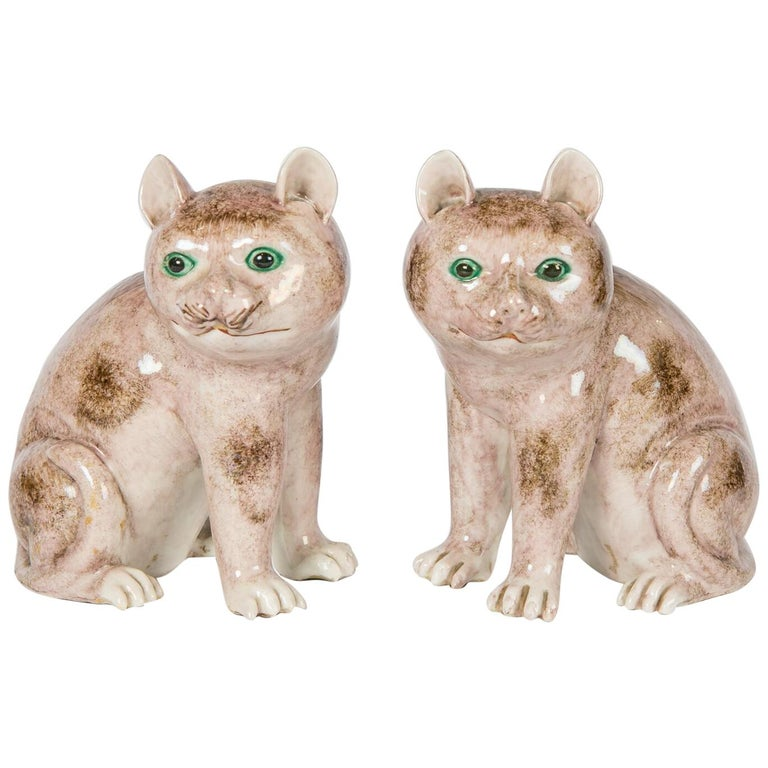 Pair of Chinese Stoneware Cats Qing Dynasty 19th Century For Sale