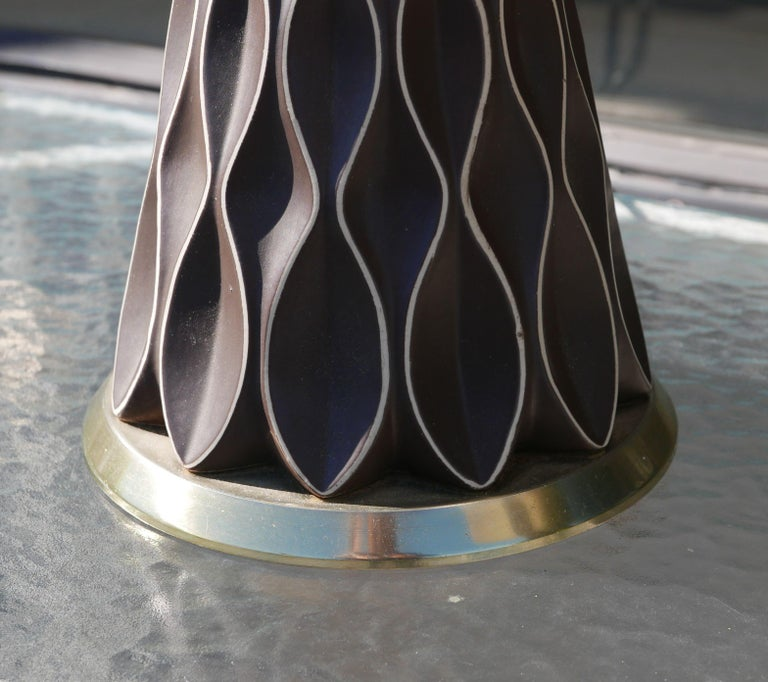 Pair of Chocolate Honeycomb Lamps by Gerald Thurston for Lightolier, 1950s In Good Condition For Sale In Kilmarnock, VA