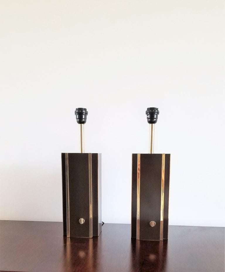 Italian Pair of Chocolate Laminate Table Lamps with Brass Accents, France, 1970s For Sale