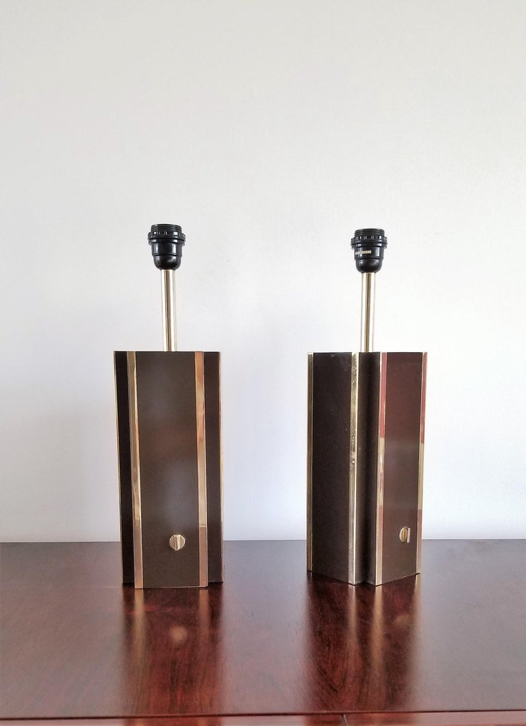 Late 20th Century Pair of Chocolate Laminate Table Lamps with Brass Accents, France, 1970s For Sale