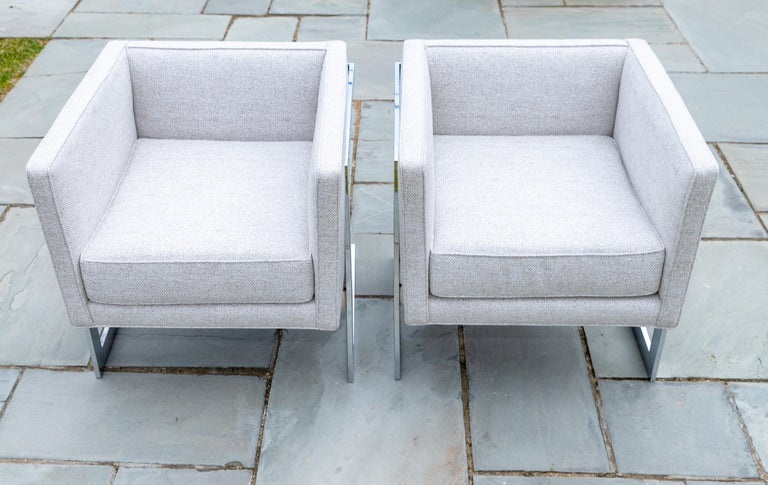 Mid-Century Modern Pair of Chrome Cubic Frame Upholstered Armchairs For Sale