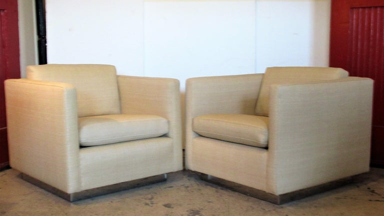 Late 20th Century Pair of Chrome Platform Base Floating Cube Lounge Chairs For Sale