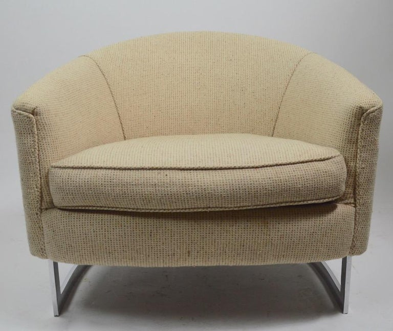 American Pair of Chrome Strap Barrel Lounge Chairs Attributed to Milo Baughman For Sale
