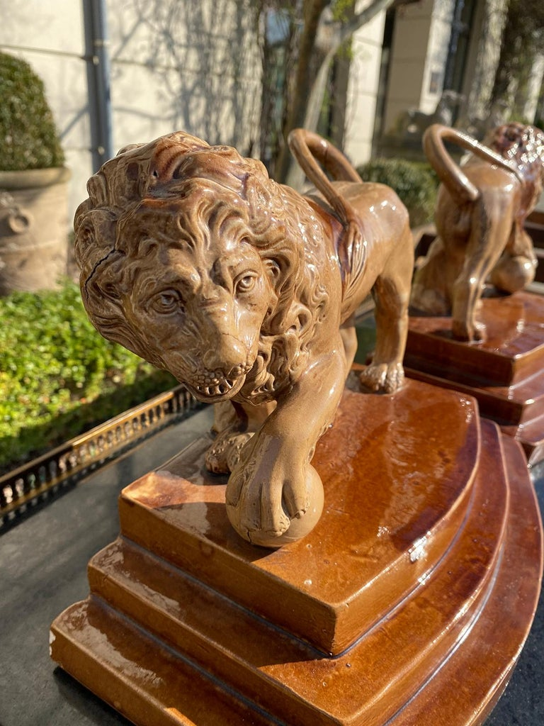 Pair of Circa 1790 English Porcelain Lions, Unusual Form, Unmarked For Sale 5