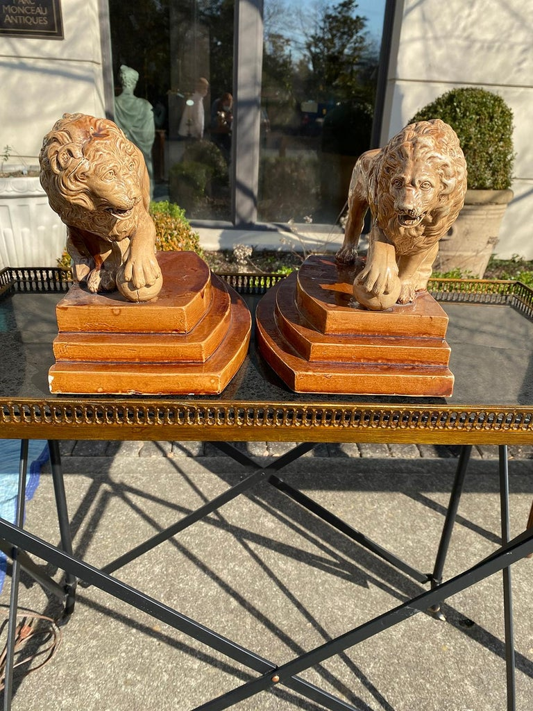 Late 18th Century Pair of Circa 1790 English Porcelain Lions, Unusual Form, Unmarked For Sale