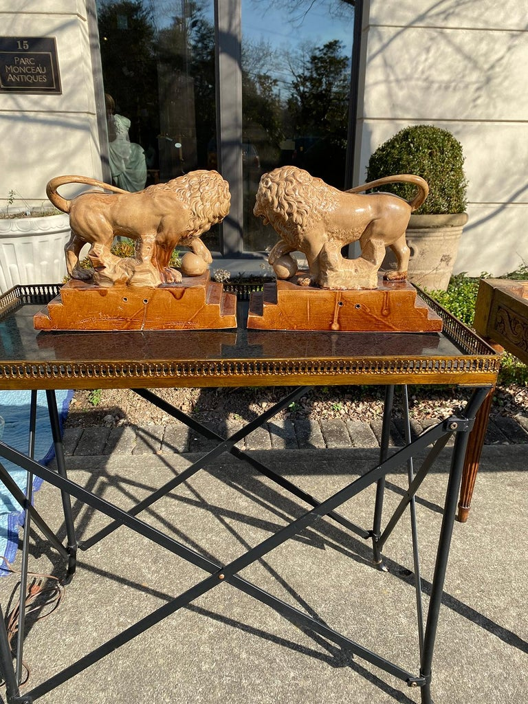 Pair of Circa 1790 English Porcelain Lions, Unusual Form, Unmarked For Sale 1