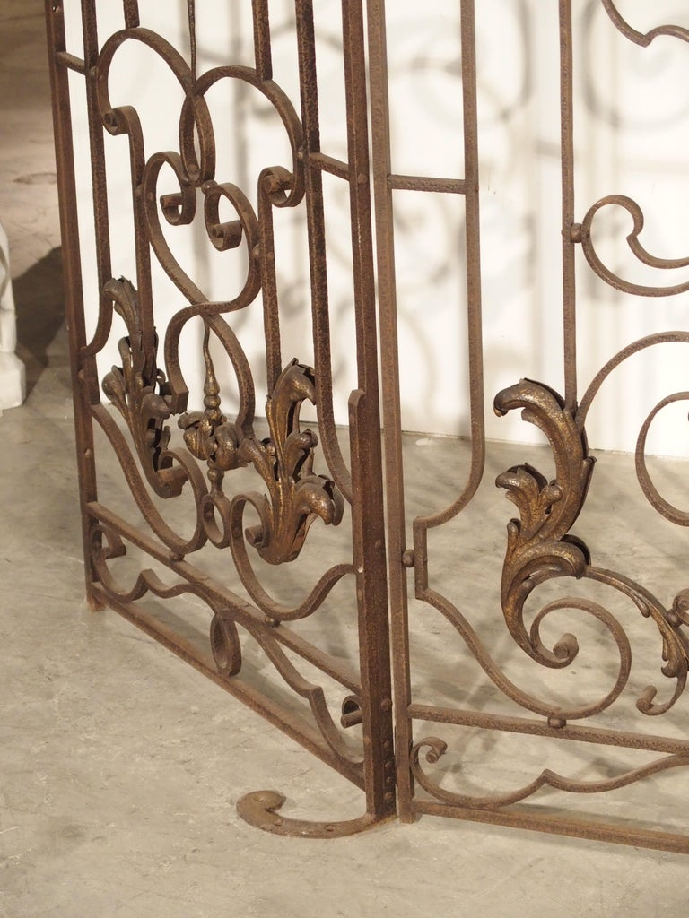Early 19th Century Pair of circa 1800 French Wrought Iron Gates For Sale
