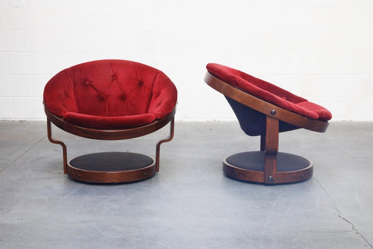 Mid-Century Modern Pair of Circular Swivel Lounge Chairs by Oddmund Vad, 1970s, Signed For Sale