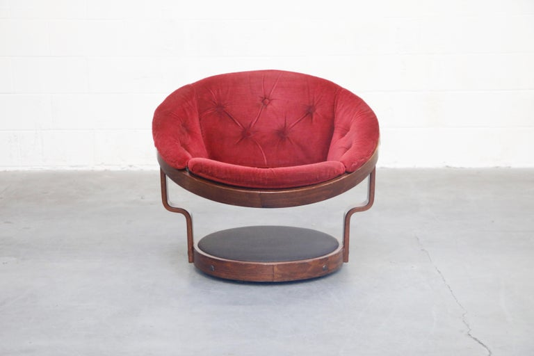Pair of Circular Swivel Lounge Chairs by Oddmund Vad, 1970s, Signed In Good Condition For Sale In Los Angeles, CA