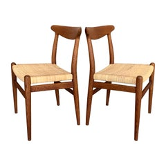 Pair of Classic Hans Wegner Side Chairs in Oak