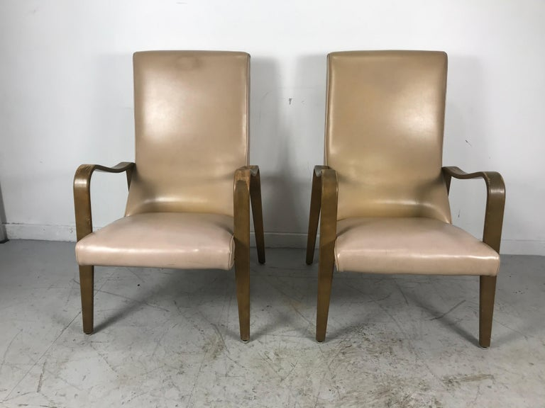 American Pair of Classic Mid-Century Modern Bentwood Lounge Chairs by Thonet For Sale