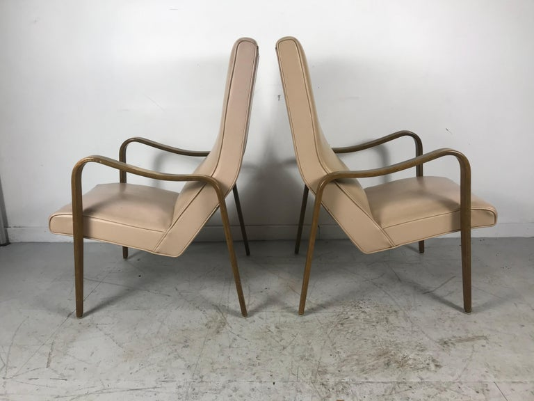 Pair of Classic Mid-Century Modern Bentwood Lounge Chairs by Thonet In Good Condition For Sale In Buffalo, NY